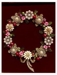Costume Jewelry Crafts, Vintage Jewelry Crafts, Recycled Jewelry, Vintage Costume Jewelry, Handmade Jewelry, Jewelry Frames, Jewelry Tree, Jewelry Stand, Diy Schmuck