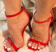 32 Footwear That Make You Look Fabulous - Shoes Fashion & Latest Trends Strappy High Heels, Sexy Sandals, Hot High Heels, Beautiful High Heels, Beautiful Toes, Sexy Toes, Stiletto Shoes, Female Feet, Women's Feet