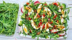 sałatka z jajkiem, wiosna, sałatka bez mięsa, jajko, brokuły, ocet balsamiczny, rukola