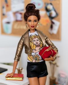 🎁🎉 Jo worked the whole day at the cellar, and now she's heading to birthday party 🥳 Yes, she's tired, but she… Barbie Life, Barbie World, Barbie And Ken, Pretty Dolls, Cute Dolls, Beautiful Dolls, Black Barbie, Pink Barbie, Barbie Family