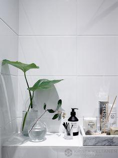 Laura Seppänen suunnitteli asiakkaalleen uuden kylpyhuoneen kun kerrostalokaksion putkiremontti nytkähti toteutusvaiheeseen. Asukas toivoi hyvin pelkistettyä ja suoralinjaista pesu- ja wc-tilaa, tinkimättä yhtään käytännöllisyydestä tai kauneudesta. Muutoskohde oli Avotakka 3/2016…
