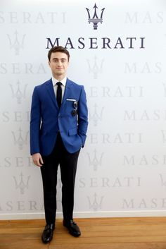 Actor Daniel Radcliffe attends the Venice International Film Festival at Terrazza Maserati on August 2013 in Venice, Italy. (Getty Images for Maserati)Daniel Radcliffe attends 'Kill Your Darlings' Premiere during the Venice International Blue Blazer Outfit Men, Blazer Outfits Men, Blue Suit Jacket, Kill Your Darlings, Daniel Radcliffe, Maserati, Look Fashion, Mens Fashion, Fashion Suits