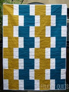 Would you like to make your own version of Easy Going Modern? Come on over to Patchwork Posse and join the workshop - it starts this. Boy Quilts, Scrappy Quilts, Quilting Projects, Quilting Designs, Quilting Patterns, Quilt Design, Quilting Ideas, Modern Quilt Patterns, Easy Quilt Patterns Free