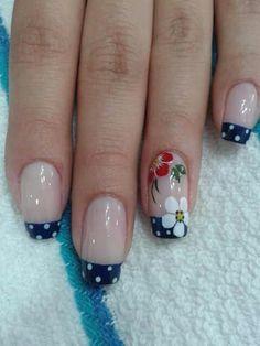 Nails blue..