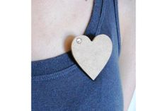Wooden heart broach by Anien Botha Designs Wooden Hearts, Glitter, Pretty, Projects, Design, Log Projects, Blue Prints, Sequins