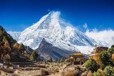 nepal himalayas everest hut at base of mountain snow landscape