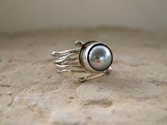 Bezel Set Round Grey Pearl Ring  Modern Art door serpilguneysu