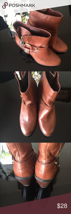 Bandolina Brown Upper leather boot Bandolina brown leather upper boot *size 6M *condition - excellent condition  Pls see photos 👆 Color: Brown  * side zip Bandolino Shoes Ankle Boots & Booties
