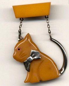 Retro Jewelry Adorable vintage Bakelite and metal kitty brooch. Elsa Schiaparelli, Cat Jewelry, Animal Jewelry, Wire Jewelry, Vintage Costume Jewelry, Vintage Costumes, Antique Jewelry, Vintage Jewelry, Vintage Rings