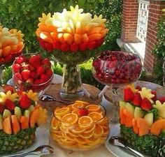 45 coole Party-Essen-Ideen und DIY-Essen-Dekorationen summer party buffet with fruits_cool party food ideas Party Platters, Party Trays, Snacks Für Party, Party Appetizers, Fruits Decoration, Food Decorations, Fruit Displays, Fruit Recipes, Detox Recipes