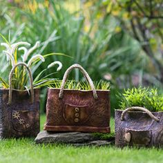 Stone Art, Ceramic Pottery, Cement, Planters, Suitcases, Pottery Ideas, Gardening, Clay, Hanging Flower Pots