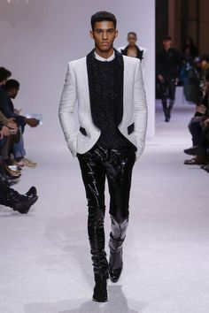 Balmain Fall 2018 Menswear Fashion Show Collection: See the complete Balmain Fall 2018 Menswear collection. Look 82 Mens Fashion 2018, Stylish Mens Fashion, Men Fashion Show, Fashion Show Collection, Unisex Fashion, Fashion Wear, Leather Fashion, Fashion Photo, Latest Fashion