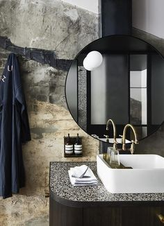 If you have a small bathroom in your home, don't be confuse to change to make it look larger. Not only small bathroom, but also the largest bathrooms have their problems and design flaws. Loft Interior Design, Bathroom Interior Design, Interior Decorating, Interior Ideas, Decorating Games, Bad Inspiration, Bathroom Inspiration, Design Hotel, House Design