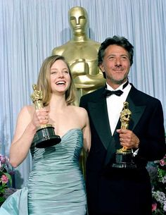 1988 Best Actor-Actress Oscars - Dustin Hoffman, Rain Man & Jodie Foster, The Accused Jodie Foster, Academy Award Winners, Oscar Winners, Academy Awards, Hollywood Actor, Hollywood Glamour, Harry Winston, Best Actress, Best Actor