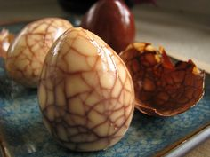 TEA-STAINED EGGS: For edible version, hard-boil eggs, crack shells lightly, then simmer 40 min in black tea and spices. Refrigerate in tea overnight and then peel eggs. NON-EDIBLE VERSION: Pierce eggshell and blow out white and yolk. Soak overnight in black tea and vinegar, allow to dry, then coat in petroleum jelly.