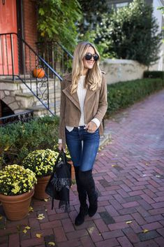 Blonde Expeditions (Kaitlin) in Stuart Weitzman Lowland