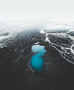 """6,638 Me gusta, 61 comentarios - The Great North (@thegreatnorth) en Instagram: """"Way out in the Icelandic highlands, a deep blue lake meets a glacial river branch. Have you ever…"""""""