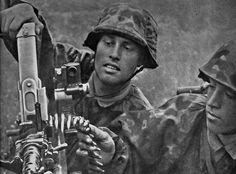 "prinz-eugen: ""Soldaten der Waffen-SS Division ""Langmarck"" am "" German Soldiers Ww2, German Army, Military Photos, Military History, Luftwaffe, Mg34, Germany Ww2, German Uniforms, War Photography"