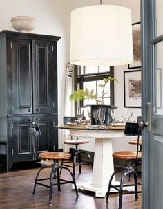 Love the mix of proportions in this cozy dining room (via @Pinterest). #ModernThanksgiving #Design #Interiors