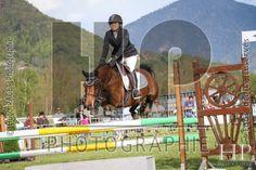 Le cheval tapis volant...  Concours Hippique Sallanches 2015 - Hugo PAGET Photographie