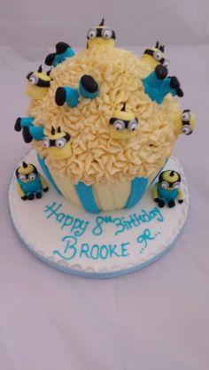 Despicable me minions giant cupcake