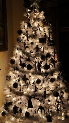 The Nightmare Before Christmas by meganinja. I would never have thought to decorate a white tree for Halloween. This really makes the black pop!