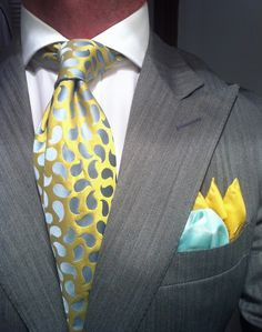 Me encanta esta corbata!!! Looove this Tie... Grey herringbone suit Ralph Lauren fitted , Tie Richard James  Silk Square by Rubinacci