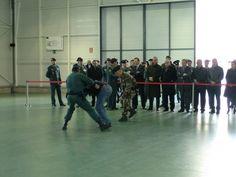 Exhibición del Grupo de Acción Rápida de la Guardia Civil #airsoft #guardiacivil Airsoft, Wrestling, Sports, War, Tactical Guns, Knight, Group, Physical Exercise, Exercise