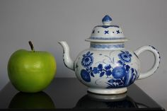 A Chinese Kangxi (1662-1722) blue & white teapot with floral decoration | eBay