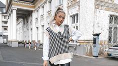 Lange galten die ärmellosen Pullover als spiessig und unmodern. Das ändert sich jetzt schlagartig, denn 2021 haben Pullunder in der Damen- und Herrenmode ein grosses Comeback. Ärmelloser Pullover, Zara, Neue Trends, Dresses With Sleeves, Long Sleeve, Fashion, En Vogue, Sleeveless Sweaters, Cat Walk