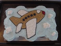 Airplane cupcakes - This is actually 15 cupcakes that were frosted as a single cake.