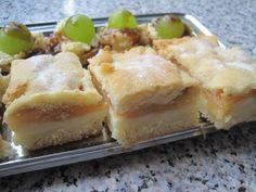 Na vál si dáme mouku, cukr, PDP, přidáme pokrájenou heru, vejce a mléko. Zpracujeme v hladké těsto, zabalíme ho do potr. folie a dáme na hodinu... Apple Dessert Recipes, Pecan Pralines, Spanakopita, Apple Pie, Sweet Recipes, Goodies, Pudding, Treats, Cheese