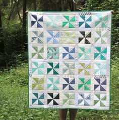 Cluck's pinwheel quilt - good way of using up scraps. she also has a post on starting square sizes for different sized pinwheels