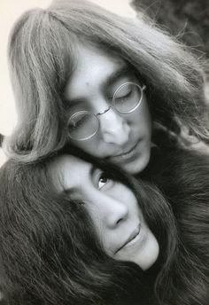 Susan Wood (XX) - John Lennon and Yoko Ono, in their home in England, 1968