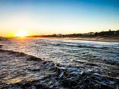 Guten Morgen! Es ist herrlich Heute. Die Sonne scheint und das soll den ganzen Tag so bleiben. Am Strand  kann man sich eine ordentliche Brise um die Nase wehen lassen aus Richtung WNW. Die Vorhersage für die nächsten Tage ist auch gut also kommt gut durch den Freitag und dann ab ins Wochenende und an die See.  #thiema #mariothiel #wuvgram #hootsuitelife #ig_germany #ig_deutschland #igersgermanyofficial #weroamgermany #german_landscape #ig_mood #headedelsewhere #visualsoflife #folkgood…