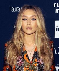 View and try on this Gigi Hadid Long Wavy Casual hairstyle - Medium Blonde (Honey). Honey Blonde Hair Color, Golden Blonde Highlights, Brown Blonde Hair, Blonde Balayage, Gigi Hadid Hair, Virtual Hairstyles, Fly Away Hair, Medium Blonde, Casual Hairstyles