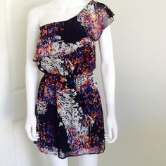 URBAN OUTFITTERS floral one shoulder dress size M Adorable one shoulder dress from URBAN OUTFITTERS. This dress features a ruffle along the top for a cute flirty look and is perfect for spring! Great for date nights :) Size Medium Urban Outfitters Dresses One Shoulder