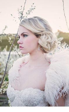 Romantische Blush & Emerald Inspiration - Bridal Hair & Make Up - Gatsby Wedding, Wedding Gowns, Wedding Venues, Hair Wedding, Vintage Hairstyles, Girl Hairstyles, Wedding Hairstyles, Bridal Hair, Blush Bridal