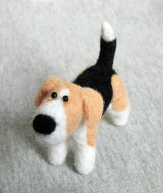 Etsy Russian Team - Today we are going to make a Cartoon Needle Felted Dog. My beagle might have a cartoon character looks and maybe he is not that realistic looking, but he is the easiest to make. Wool Needle Felting, Needle Felting Tutorials, Needle Felted Animals, Wet Felting, Felt Animals, Make A Cartoon, Wooly Bully, 3d Figures, Felt Dogs