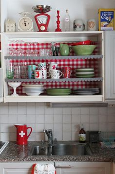 Syko's scallop edge shelf with gingham backing.