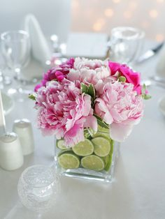centerpiece idea w/ the limes in the clear vase