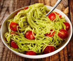 Avokádós-paradicsomos tészta recept   Mindmegette.hu Chicken Avocado Pasta, Avocado Pesto Pasta, Vegetable Recipes, Vegetarian Recipes, Healthy Recipes, Pasta Recipes, Dinner Recipes, Avocado Cream Sauces, Alkaline Diet Recipes
