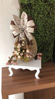 Easter Flower Arrangements, Easter Flowers, Christmas Door Decorations, Diy Easter Decorations, Bunny Crafts, Easter Crafts For Kids, Easter Wallpaper, Easter Egg Designs, 242