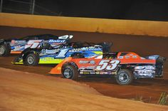 Close dirt  racing