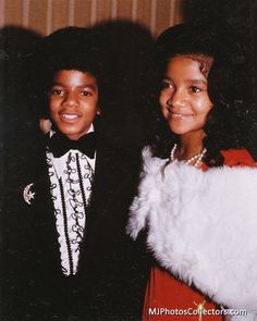 Young Michael Jackson with LaToya. She was so beautiful! The Jackson Five, Jackson Family, Janet Jackson, Young Michael Jackson, Michael Love, Ebony Magazine Cover, Vintage Black Glamour, Joseph, The Jacksons