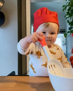 Cute Funny Baby Videos, Crazy Funny Videos, Cute Funny Babies, Funny Videos For Kids, Cute Kids Pics, Cute Love Pictures, Baby Cooking, Cooking Food, Cute Babies Photography