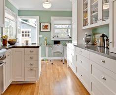 Kitchen style. Sea salt sherwin Williams walls Home Design, Küchen Design, Layout Design, Interior Design, Design Ideas, Home Staging, Kitchen Decorating, Decorating Ideas, Decor Ideas