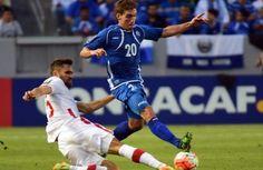 El Salvador y Canadá empatan en su debut en la Copa Oro - Las selecciones de fútbol de El Salvador y Canadá empataron a cero en la noche del miércoles en un partido disputado en el StubHub Center de Los An...