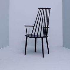 Spisestuestol J110 er en del av HAY og er 2011 relansering av de danske mbelklassikere opprinnelig laget for FDB (Den danske Consumers'Co-operative Society). Funksjonalistisk og demokratisk design for folket - var det viktigste konseptet bak mbelproduksjon startet av FDB p 1940-tallet.Det er p mange mter ogs filosofien for HAY, som har relansert en rekke stoler og bord fra FDB's mbelkolleksjon. Stolene er lagd i bk og kommer i ...