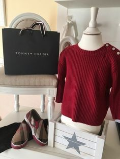 Mein Orig. Tommy Hilfiger Pullover Gr.18 Monate / 86 cm von Tommy Hilfiger! Größe 86 für 20,00 €. Schau´s dir an: http://www.mamikreisel.de/kleidung-fur-jungs/pullover/30708518-orig-tommy-hilfiger-pullover-gr18-monate-86-cm.
